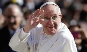 Pope-Francis-waves-to-cro-011